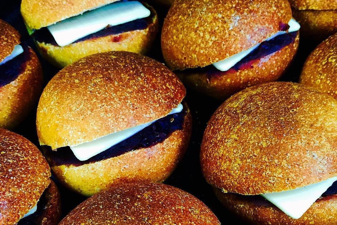 おしゃれベーカリー&カフェはまさかの廃校!自家栽培の小麦から作るおいしいパン-0