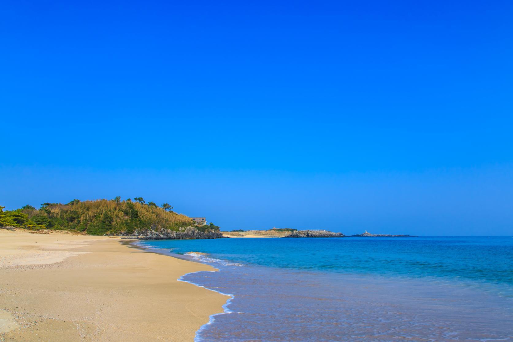 まるで玄界灘の宝石箱!広大な絶景ビーチでゆったり海水浴を-4