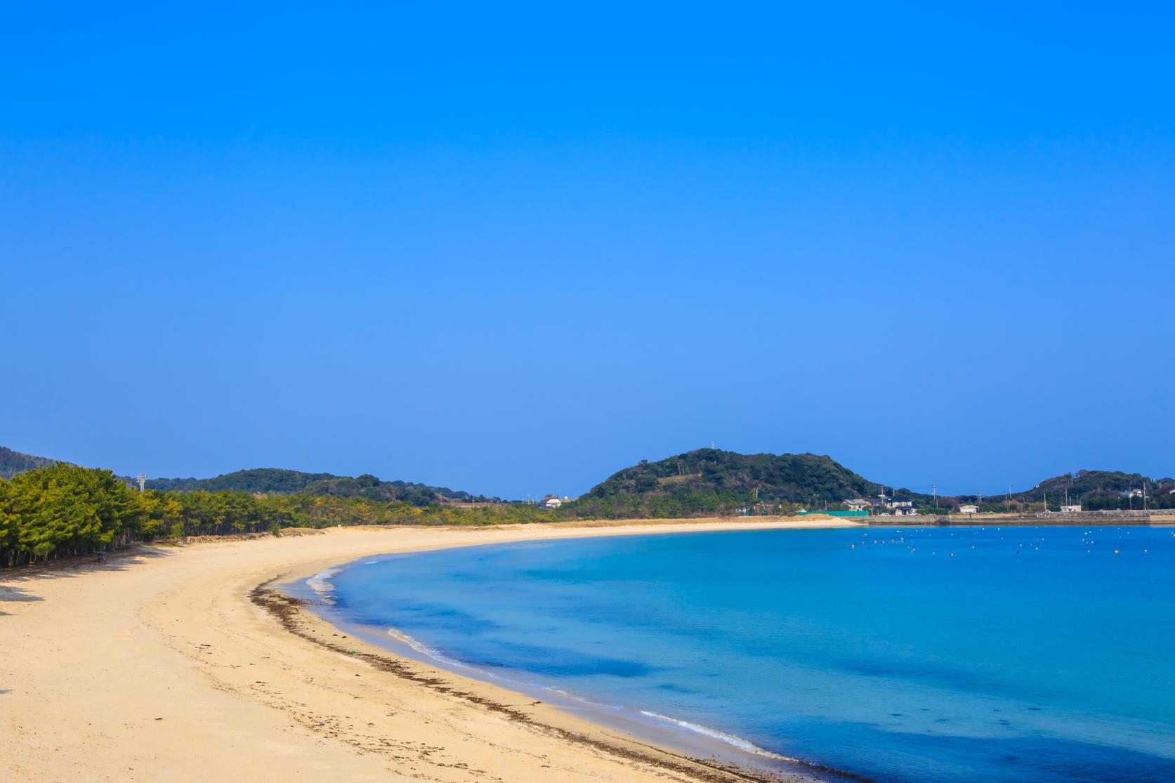 まるで玄界灘の宝石箱!広大な絶景ビーチでゆったり海水浴を-9