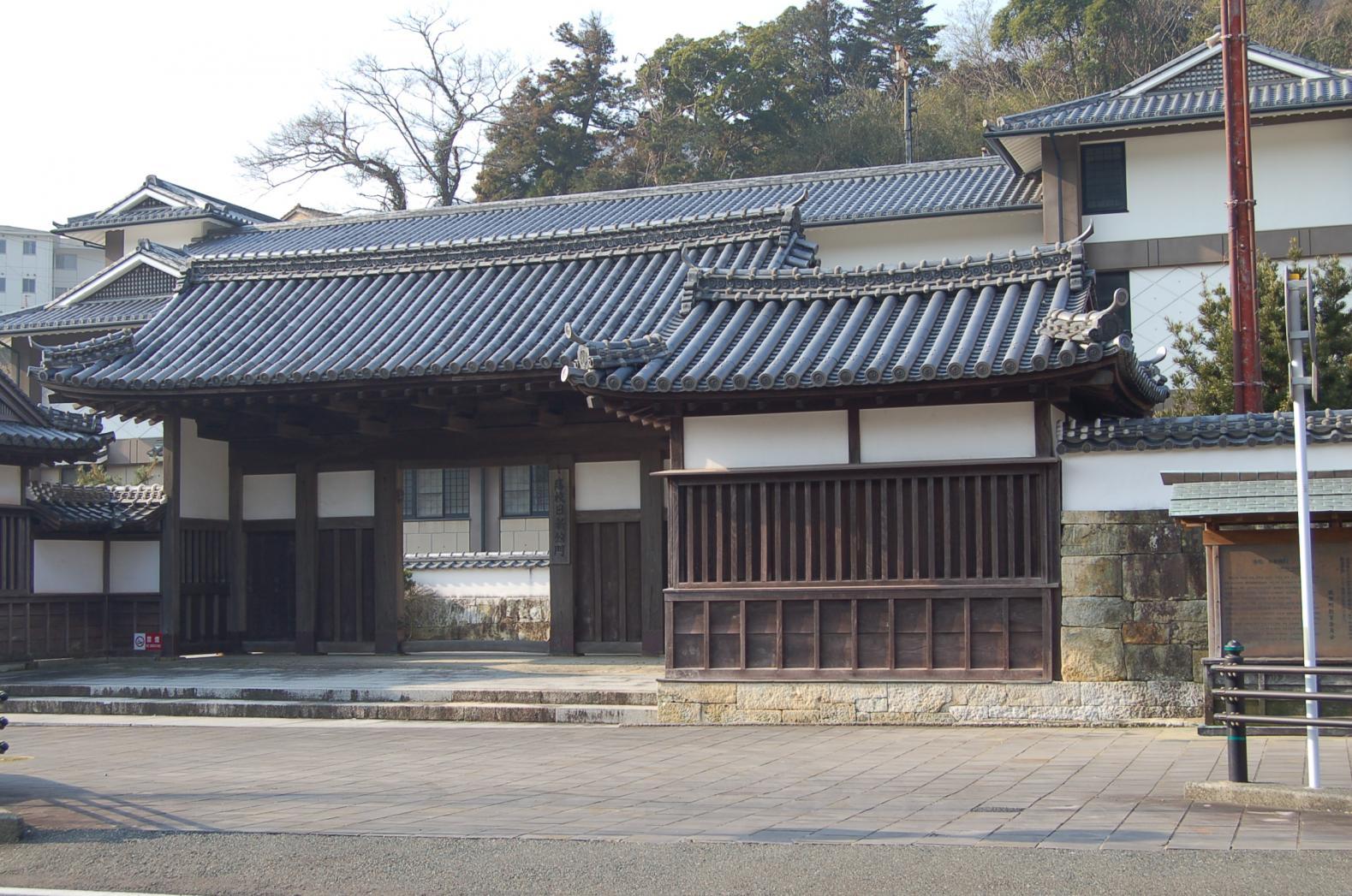 旧日新館門(石塀を含む)-1