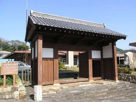 桟原館の高麗門(旧桟原城門)-1